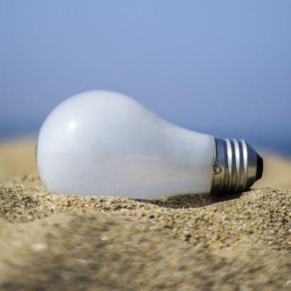 light-bulb-1080273_1920